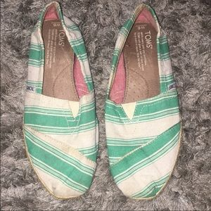 TOMS GOOD CONDITION SIZE 6
